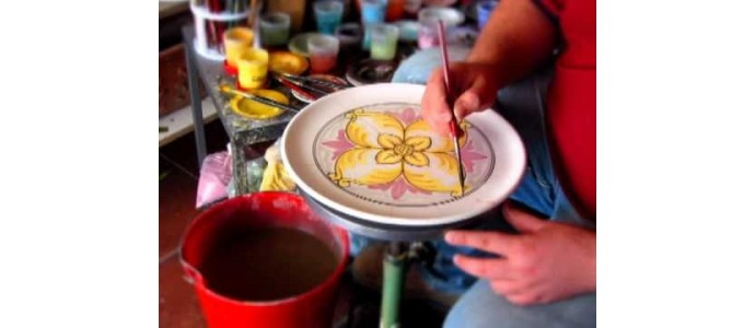 Dipingere la ceramica è terapeutico
